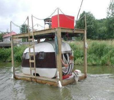 Redneck_houseboat_2